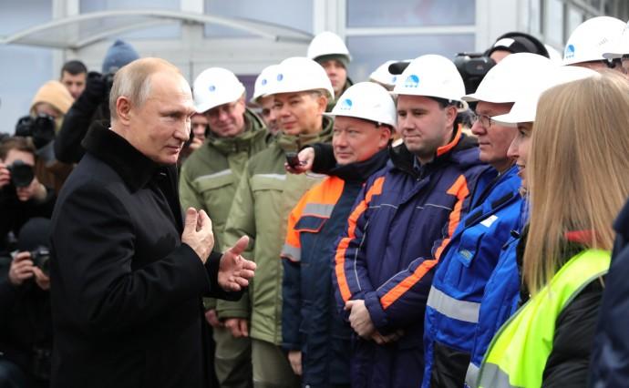 Глава государства общается со строителями автомобильной дороги М11 «Москва – Санкт-Петербург»