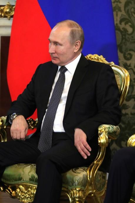Владимир Путин слушает Президента Таджикистана