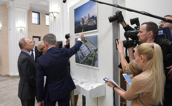 Путина знакомят с макетами создаваемых культурно-образовательных комплексов