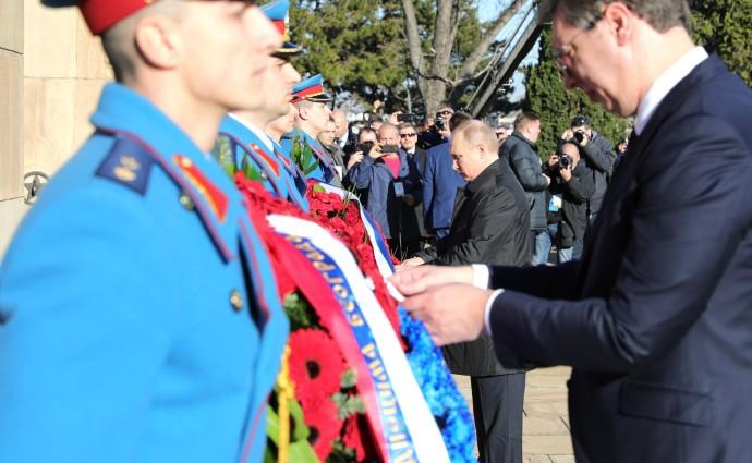 Возложение венков к Монументу освободителям Белграда Путиным и Вучичем