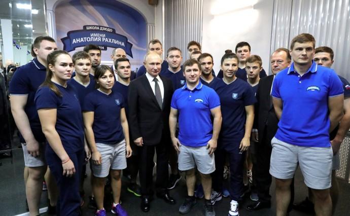 Фото со спортсменами клуба дзюдо «Турбостроитель»