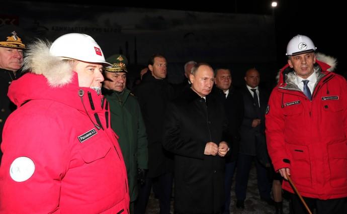 Путин с Алексеем Рахмановым, Сергеем Шойгу и Александром Бузаковым