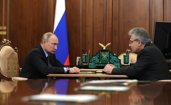 Путин слушает о перспективах молодых ученых