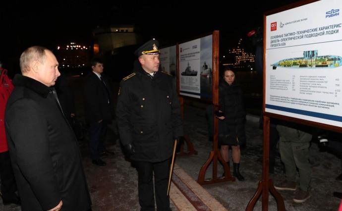 Путину рассказывают о характеристиках подводной лодки