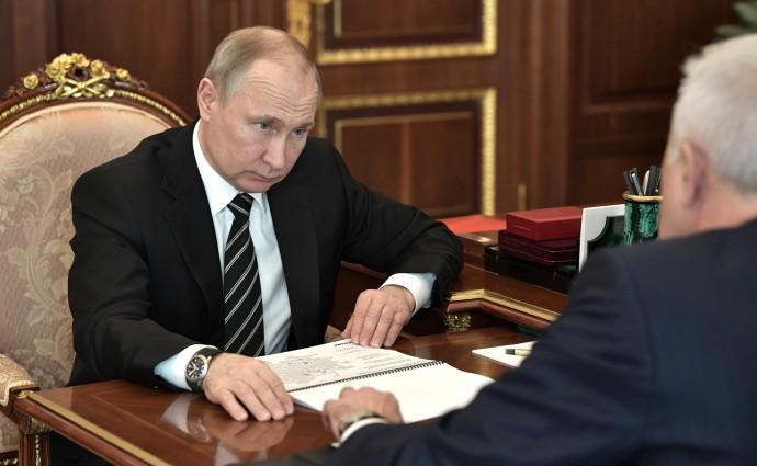 Президент России слушает доклад главы ЛУКОЙЛа
