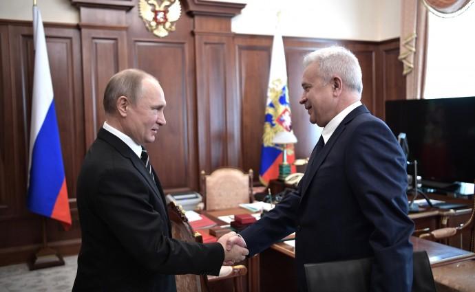 Путин приветствует Вагита Алекперова