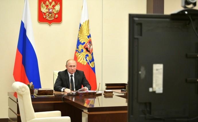 Путин проводит видеоконференцию