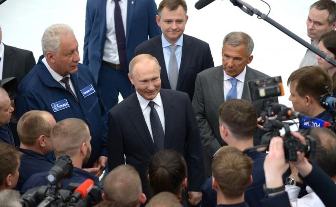 Беседа с работниками Казанского авиационного завода имени С.П.Горбунова.