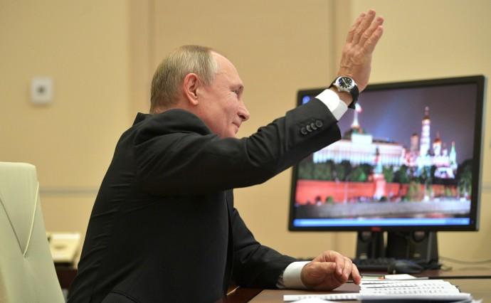 Президент поднял руку как в школе