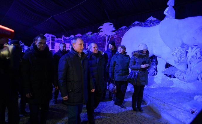 На фестивале ледовых скульптур