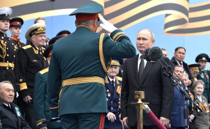 Владимир Путин на военном параде