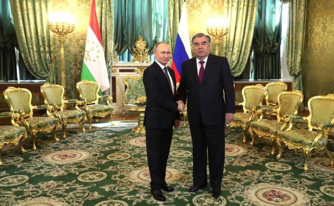 Президент РФ приветствует Президента Таджикистана