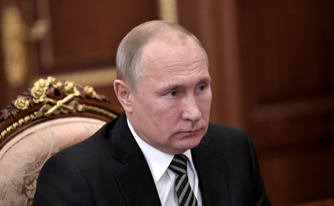 Владимир Путин слушает об итогах работы топливно-энергетического комплекса