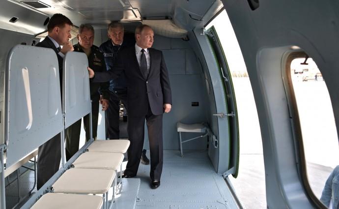 Во время осмотра авиатехники