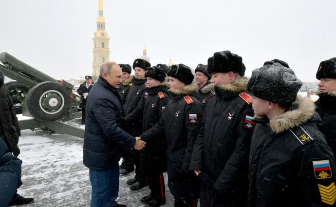Президент с воспитанниками Суворовского военного училища