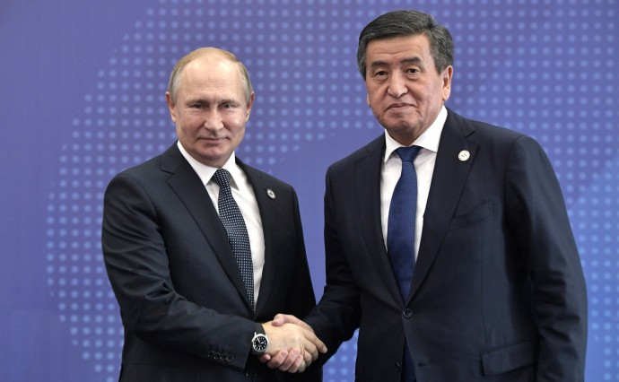 Рукопожатие Путина и Жээнбекова