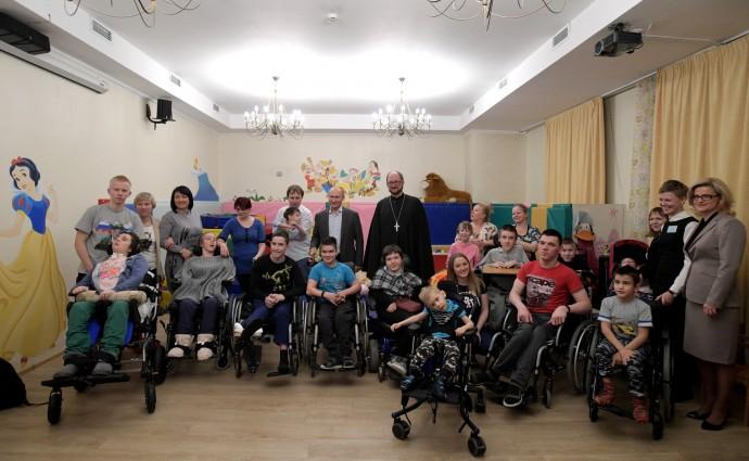 С сотрудниками и пациентами детского хосписа.