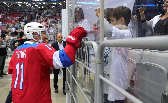 Путин приветствует юных зрителей