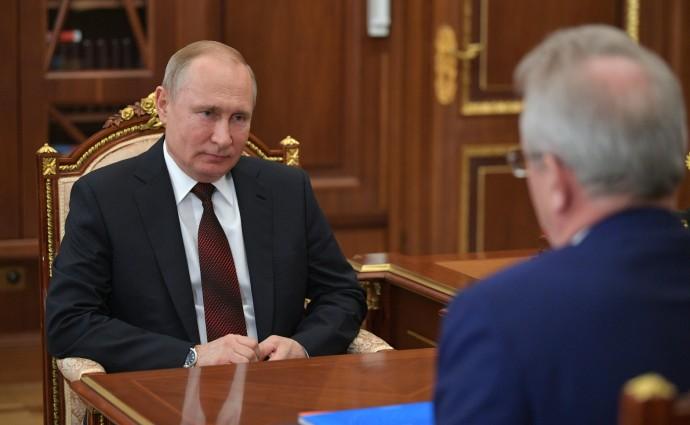 Президент России слушает доклад губернатора Пензенской области
