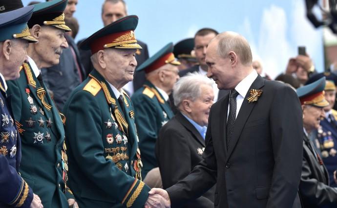 Президент с ветеранами Великой Отечественной войны