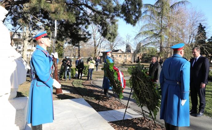 Путин возле Памятника советскому солдату