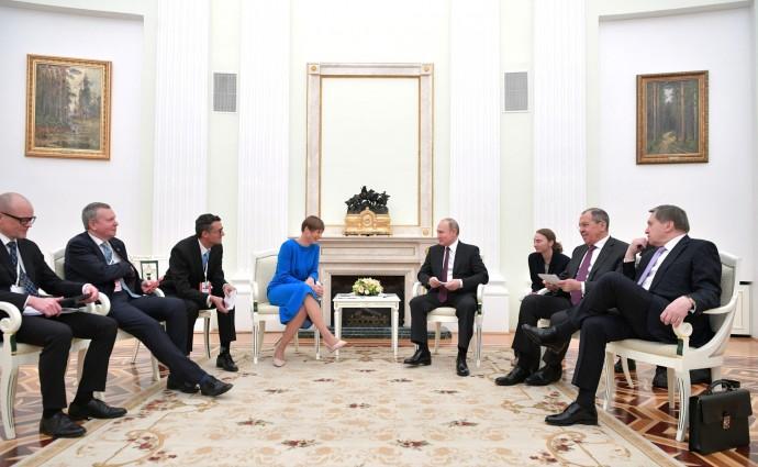 Лидеры Эстонской Республики и России улыбаются