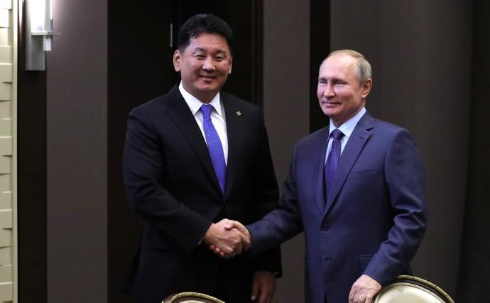 Рукопожатие с Премьер-министром Монголии