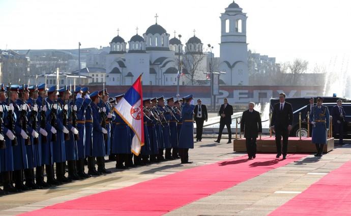 Путин и Вучич на ковровой дорожке