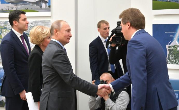 Владимир Путин с губернатором Севастополя Дмитрием Овсянниковым