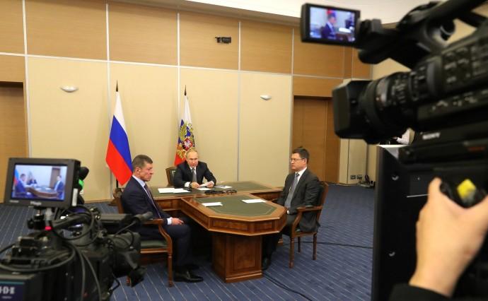 Путин с Александром Новаком (справа) и Дмитрием Козаком