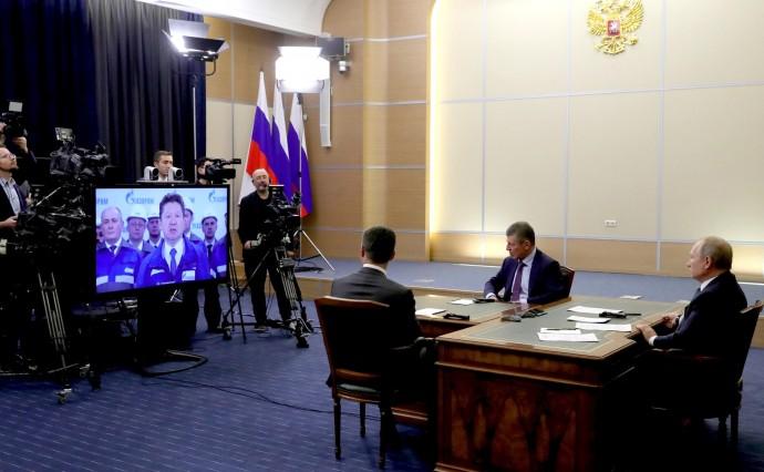 Путин с Александром Новаком и Дмитрием Козаком в ходе церемонии