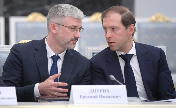 Министр транспорта Евгений Дитрих (слева) и Министр промышленности и торговли Денис Мантуров