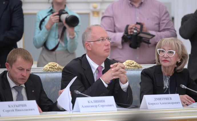 Президент Общероссийской общественной организации малого и среднего предпринимательства «ОПОРА России» Александр Калинин (слева)