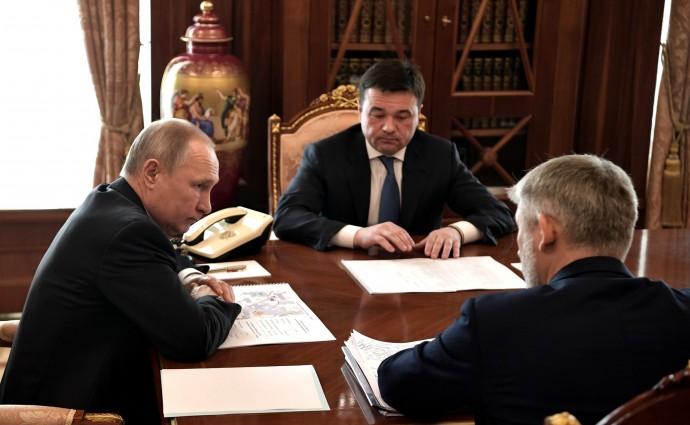 Министром транспорта Евгений Дитрих, губернатор Московской области Андрей Воробьёв и Владимир Путин