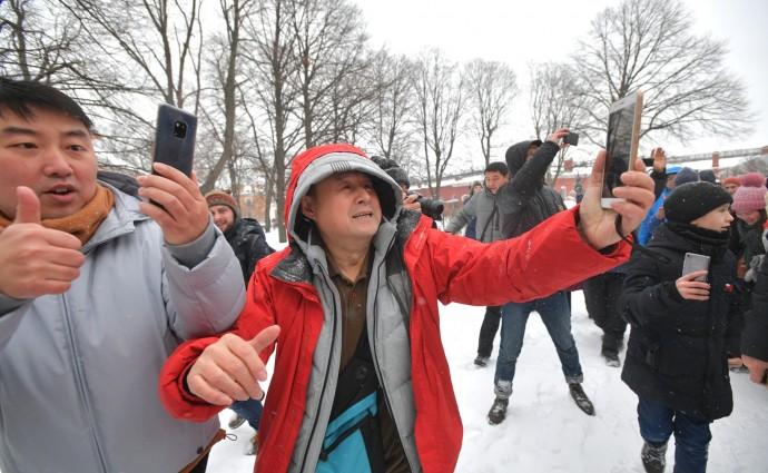 Путин сфотографировался с туристами