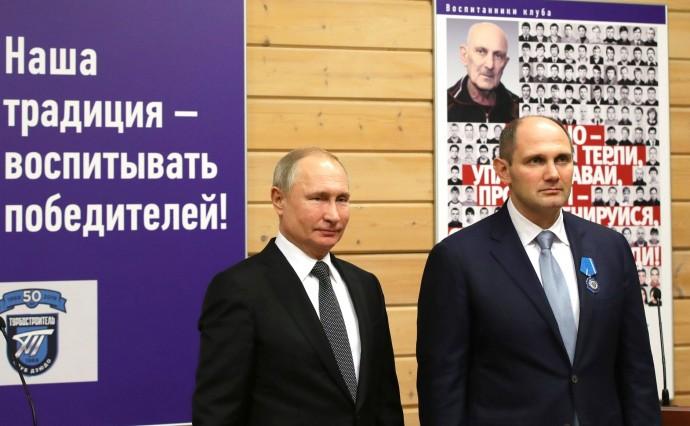 Путин вручил госнаграды спортсменам и ветеранам клуба