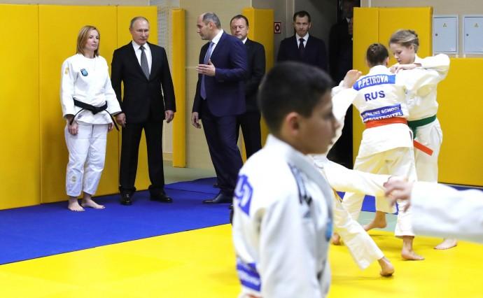 Путин на тренировке клуба дзюдо «Турбостроитель»