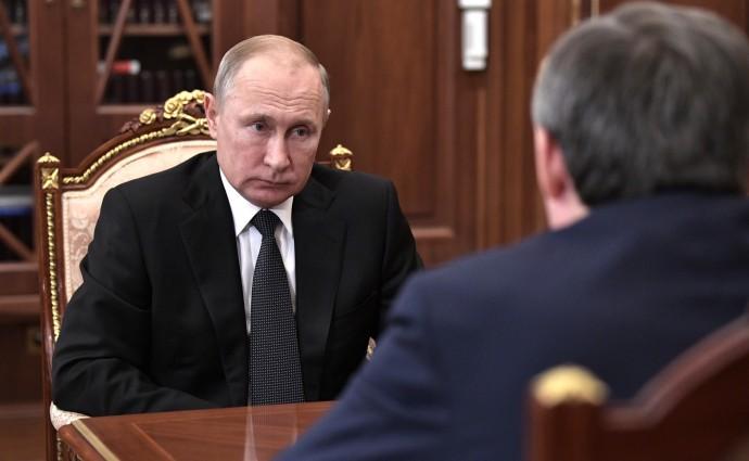 Владимир Путин слушет об успехах и задачах РусГидро