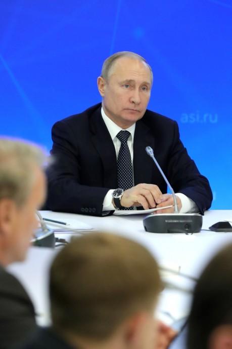 Владимир Путин на заседании