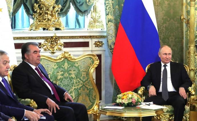 В ходе беседы с Президентом Таджикистана Эмомали Рахмоном