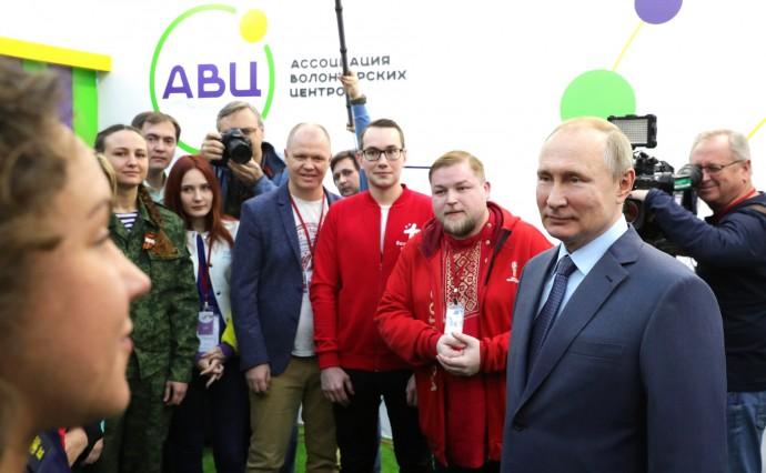 Путин и представители Ассоциации волонтёрских центров