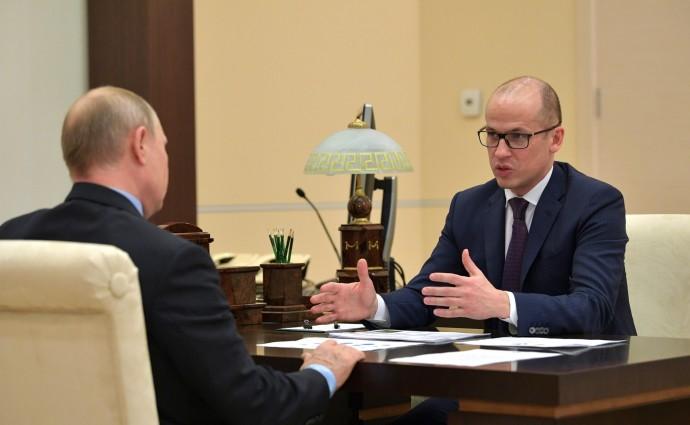 Президент слушает план мероприятий по празднованию 100-летия со дня рождения Калашникова