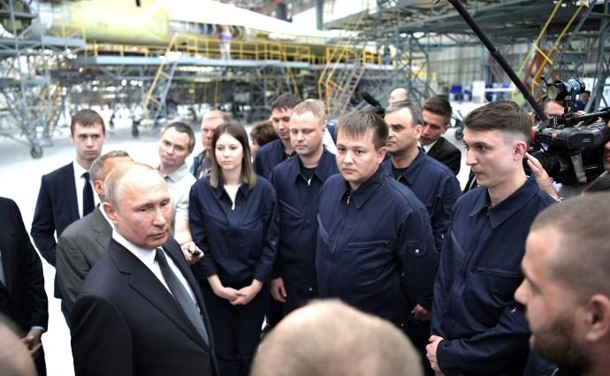 Беседа Путина с работниками Казанского авиационного завода имени С.П.Горбунова