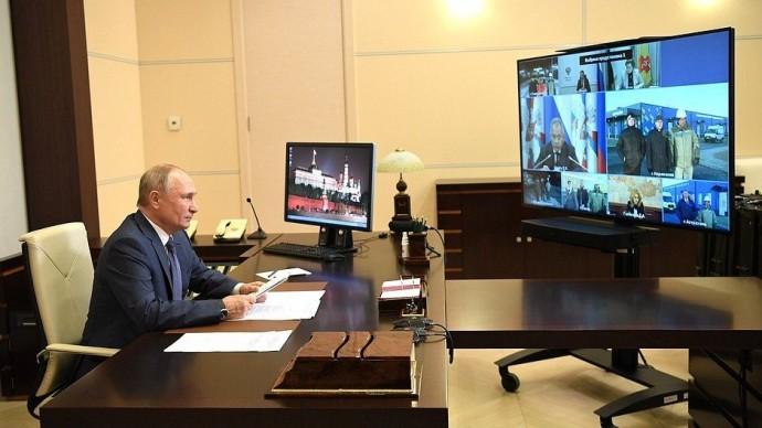 Видео открытия Путиным медицинских центров Минобороны для лечения пациентов сCOVID-19 2 декабря 202