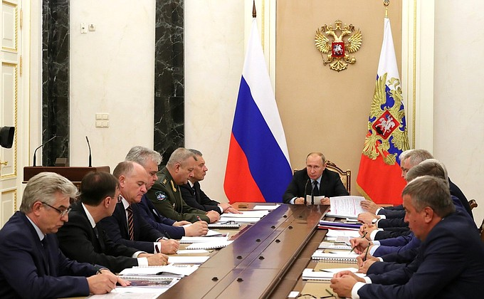 Видео: Владимир Путин на встрече сруководством госкорпорации «Роскосмос»
