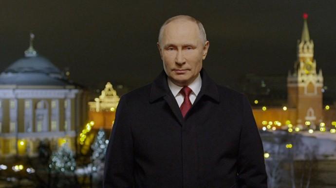 Видео: поздравление Путина с новым 2021 годом и бой курантов