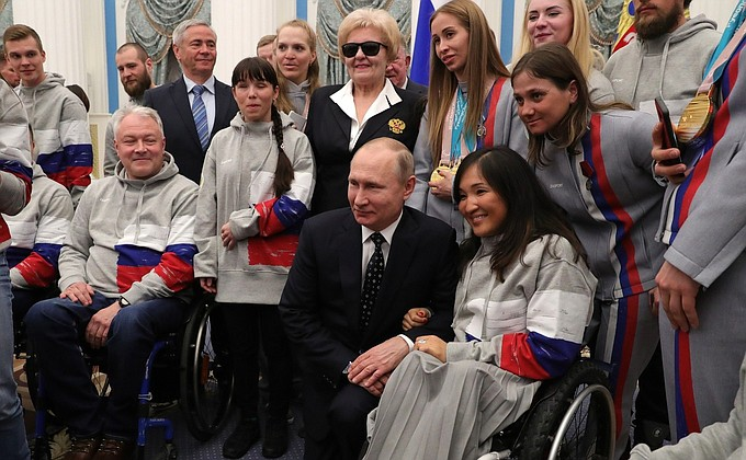 Путин вручил награды победителям XII Паралимпийских зимних игр