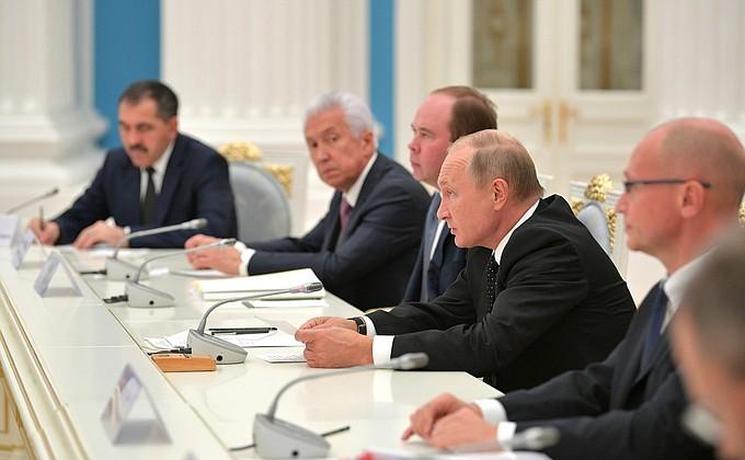 Видео: встреча Путина сизбранными губернаторами