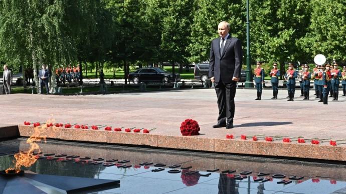 Видео возложения Путиным цветов кМогиле Неизвестного Солдата 22 июня 2021 года