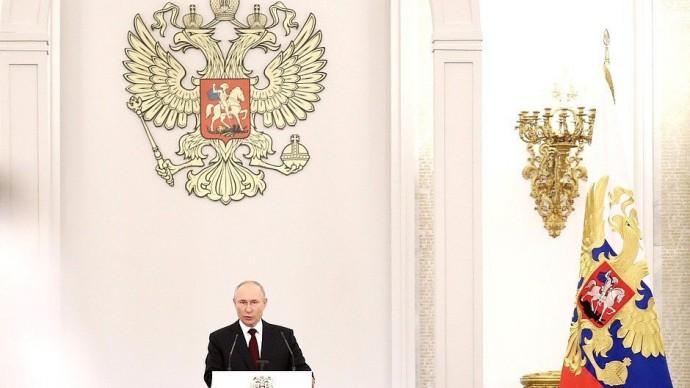 Виде выступления Путина на встрече свыпускниками военных вузов 28 июня 2021 года